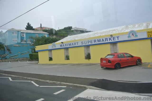 Maximart Supermarket Bermuda on Middle Rd.jpg